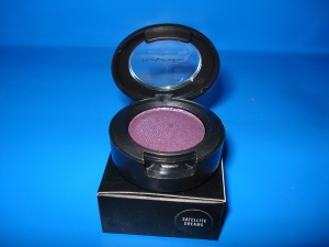 Check out our lot of 15 MAC Eyeshadows!